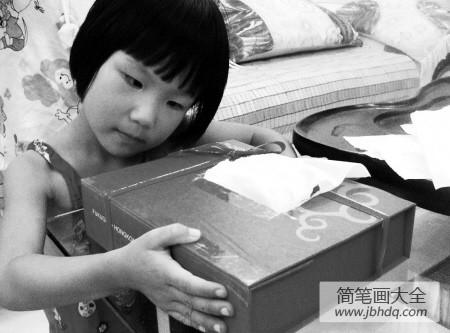 【废物利用手工制作大全】废物利用手工制作:月饼盒DIY纸巾盒