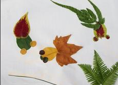 [树叶贴画作品一等奖]树叶贴画作品:三条可爱的小金鱼