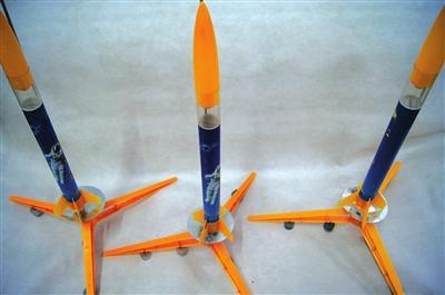 航模组装:火箭和飞机